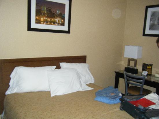 Quality Inn San Diego Downtown North: Room 522 Bedroom