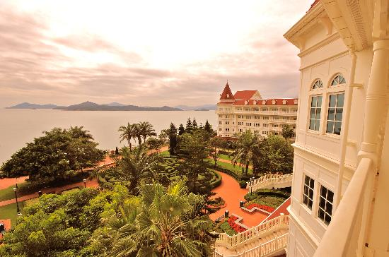 Hong Kong Disneyland Hotel: View from Kingdom Club Room