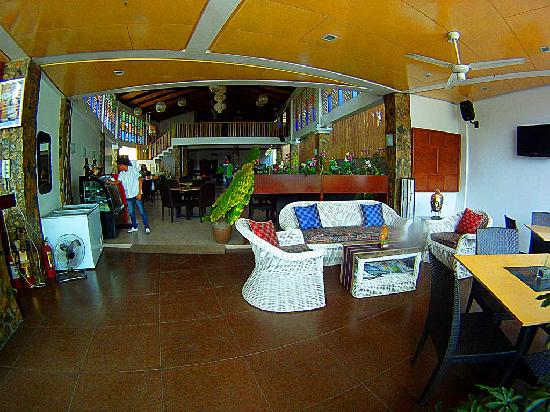 Tio Rod's Restaurant Bar & Lounge: Sitting area at Tio Rods