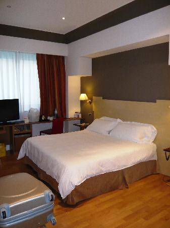 Hotel Plaza Opera: La chambre (supérieure)