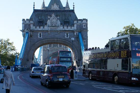 Premier Inn London City (Tower Hill) Hotel : Walk to Tower Bridge