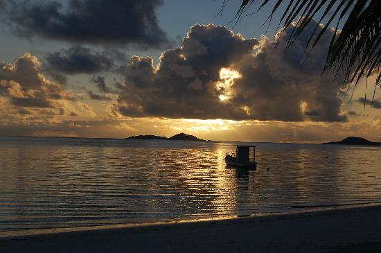 Indian Ocean Lodge: coucher de soleil de Grand Anse/Praslin