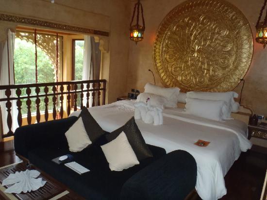 The Baray Villa: big bed