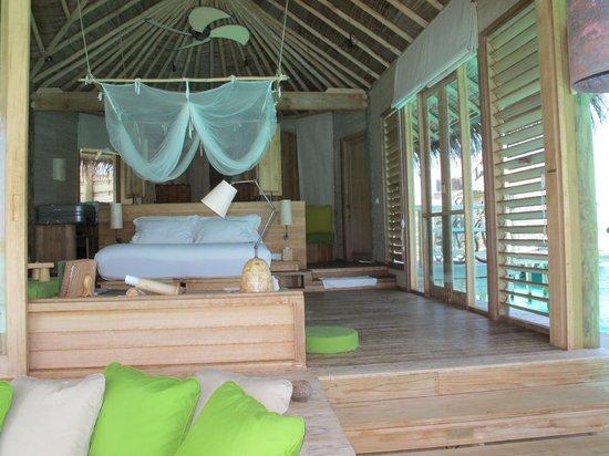 ซิกซ์ เซ็นเซส ลามู: Inside overwater villa