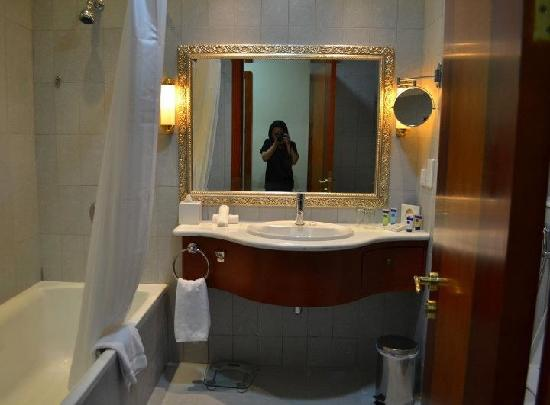 Grand Excelsior Hotel Al Barsha: Bathroom