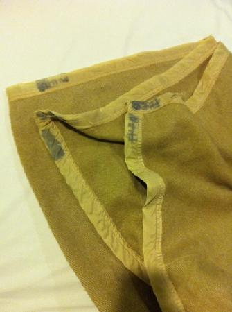 Fragrance Hotel - Crystal: dirty blanket with NO cover.
