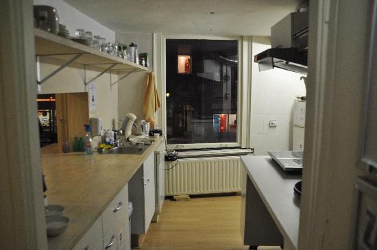 Stone Hotel & Hostel: Kitchen