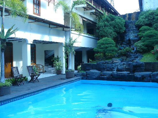 Duta Guest House : The pool area