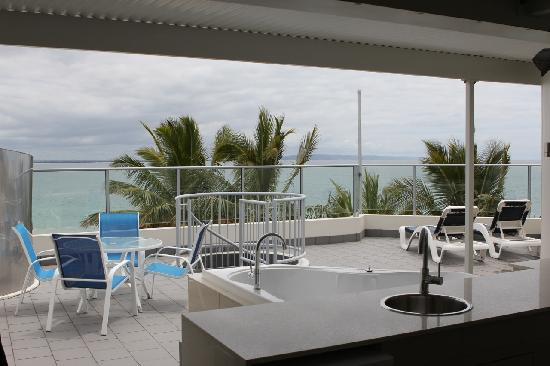 On The Beach Noosa: Top of Sub Penthouse.  BBQ, lounges and Spa
