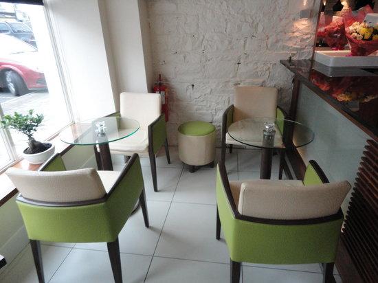 Dominik's Restaurant: waiting area
