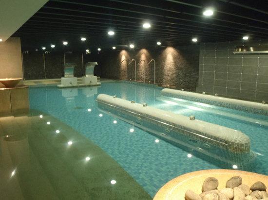Lakeshore Hotel: Pool spa