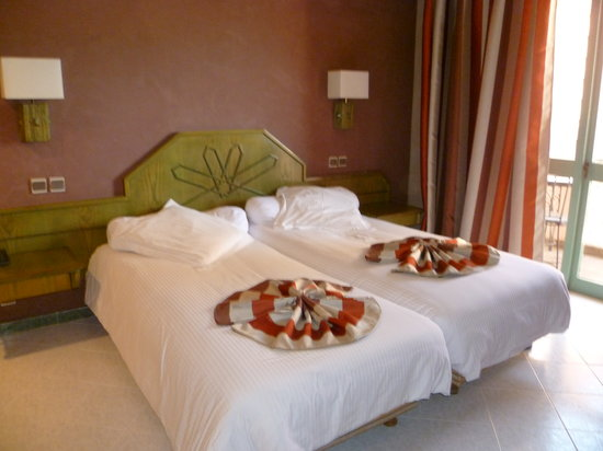 Hotel Chems : Chambre
