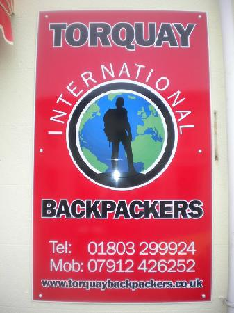 Torquay Backpackers Hostel: Sign