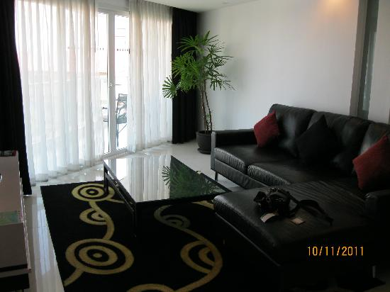 โรงแรมอมารี โนวา สวีท: Living room 612