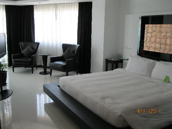 โรงแรมอมารี โนวา สวีท: Bedroom King sized bed or bigger!!