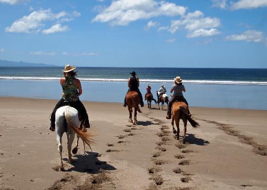 Rancho Chilamate Adventures on Horseback: Fresh Tracks - Horseback Riding on the Beach