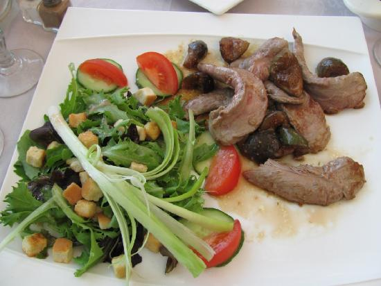 Hostellerie Les Remparts : Duck and Fig salad..better than it looks