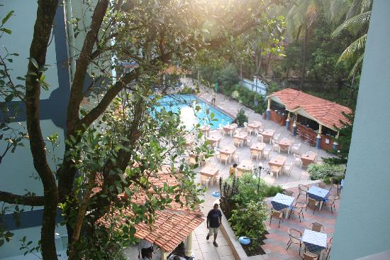 Osborne Resort Goa : Pool and retaurant area