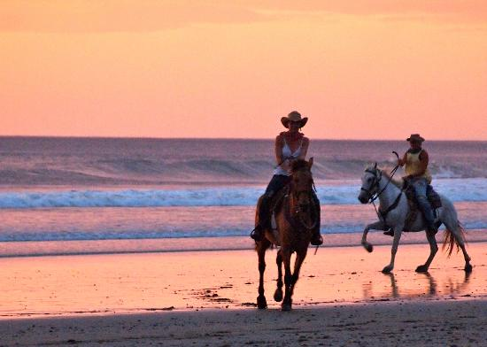 San Juan del Sur, Nicaragua: Sunset Beach Ride with Rancho Chilamate Horseback Adventures