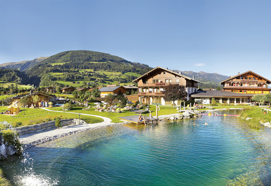Wanderhotel Kirchner: Hotel Kirchner mit Badesee