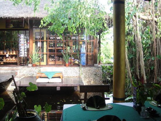 Watergarden Cafe: nice garden