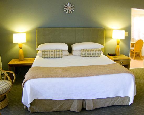 Room 27 - Desert Hills Hotel