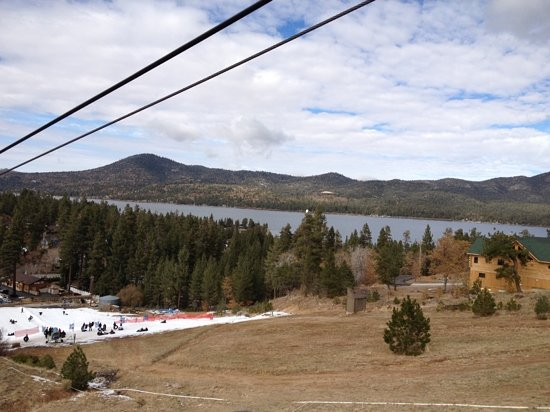 ‪‪Big Bear Region‬, كاليفورنيا: Big Bear Lake from chairlift to bobsled start‬