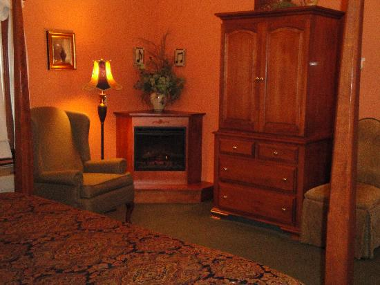 Carlisle Country Inn : Vintage Charm Room
