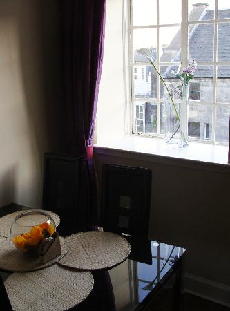 Stay Edinburgh City Apartments - Royal Mile: Dining table