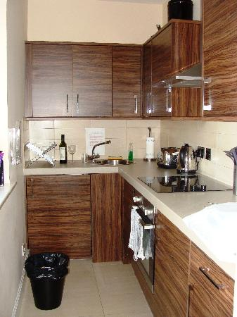 Stay Edinburgh City Apartments - Royal Mile: Well equipped kitchen