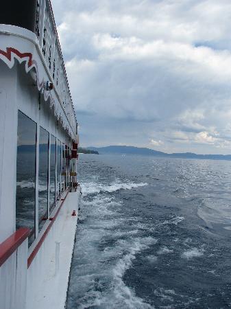 Tahoe Gal Cruises: Side of boat