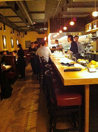 Mercato Bar & Kitchen: At the Bar, early