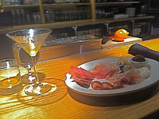 Mercato Bar & Kitchen: Charcuterie & Cocktail at the Bar