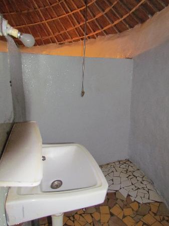 Campement Le Nieriko : the bathroom