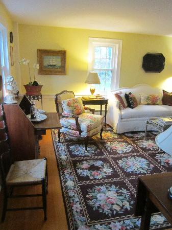 The Blushing Oyster Bed & Breakfast: Common room