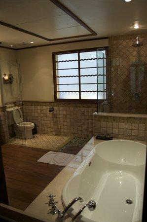 Ariyasomvilla: Bathroom