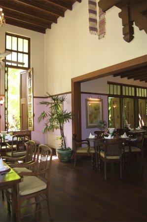 Ariyasomvilla: Dining Room at Na Aroon Restaurant