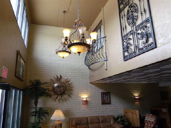Sun Canyon Inn: Lobby and Mezzanine rooms