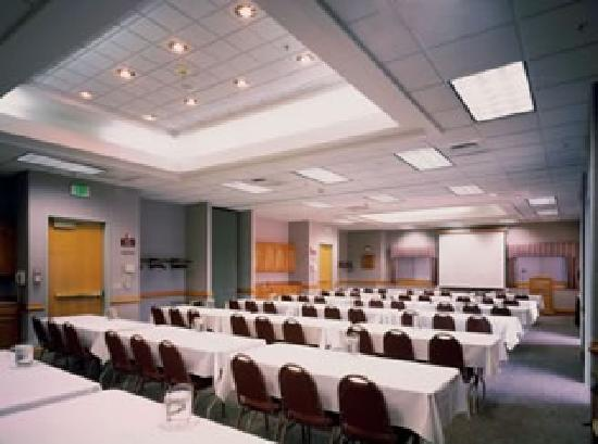 Quality Inn Oakwood: One of our Wonderful Conference Rooms