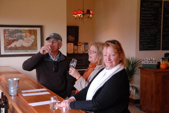Ravines Wine Cellars: tasting the vino at Ravines!