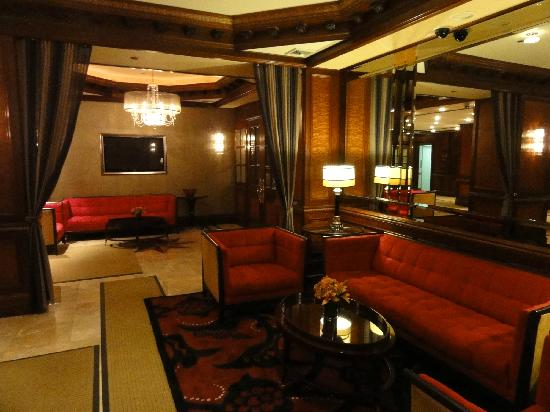 Excelsior Hotel: Hotel lobby