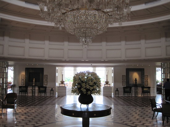 The Oberoi Amarvilas: Lobby: stately grandeur