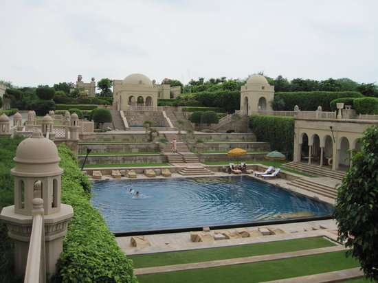 The Oberoi Amarvilas: The pool is amazing, the service the best.