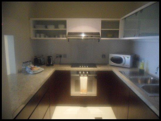 Ascott Park Place Dubai : the kitchen