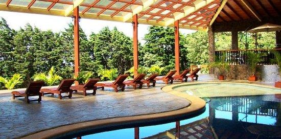 El Establo: The pool