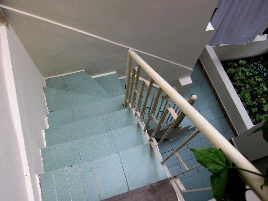 Quang Hiep Hotel: 階段は狭いが、助けてくれると思う