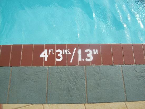 Jewel Dunn's River Beach Resort & Spa, Ocho Rios,Curio Collection by Hilton: Pool depth! Finally a photo of it!