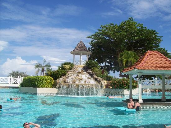 Jewel Dunn's River Beach Resort & Spa, Ocho Rios,Curio Collection by Hilton: Main Pool