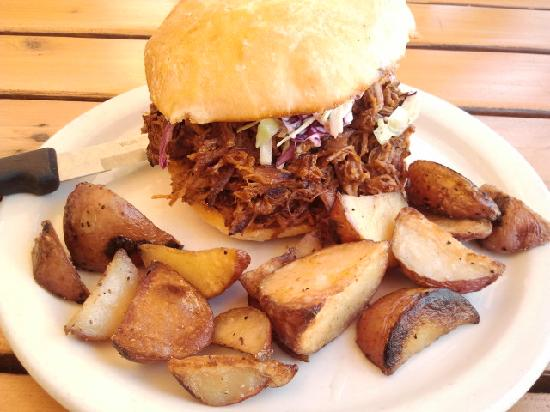 Boundary Bay Brewery & Bistro : pulled pork