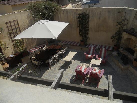 Zacosta Villa Hotel: Courtyard